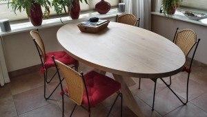 Ovale eettafel van hout