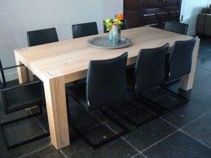 Eetkamertafel met stoelen