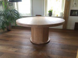 Eetkamertafel in ronde vorm
