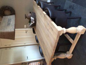 Eetkamertafel gemaakt van hout